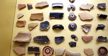 Ostracism - Ostraca_Stoà_of_Attalus_Museum_by_Giovanni_Dall'Orto